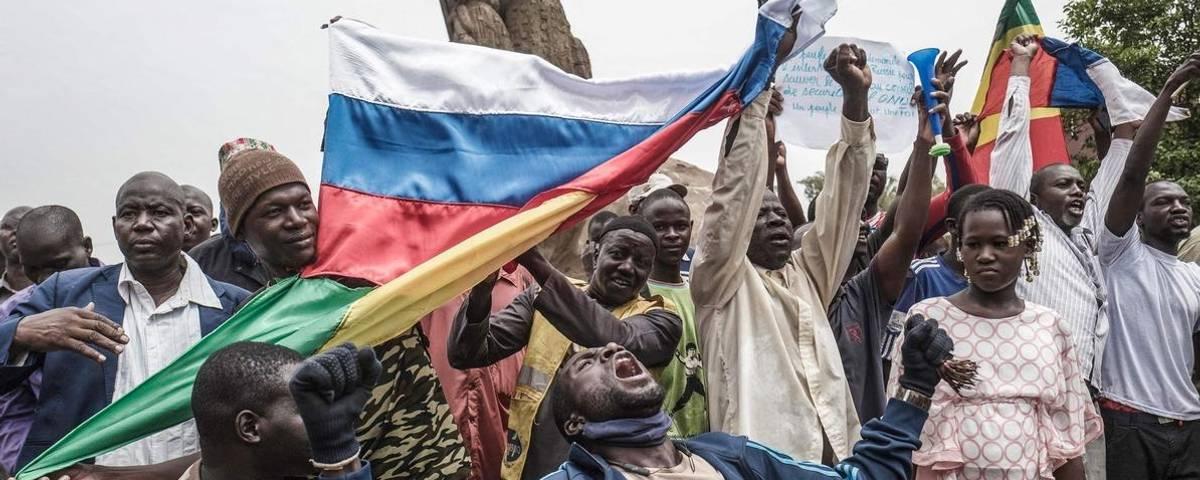 في غضون سنوات.. روسيا تزيح فرنسا من عرش الهيمنة على الساحل الإفريقي