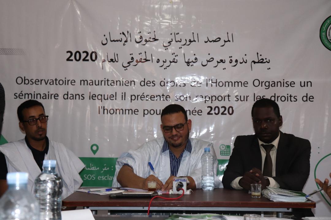 إدارة المرصد الموريتاني لحقوق الإنسان خلال المؤتمر الصحفي مساء أمس