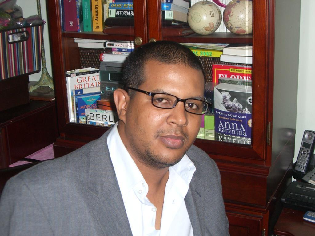 المختار ولد الشين - ناشط سياسي
