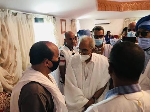 زعيم حزب تكتل القوى الديمقراطية، أحمد ولد داداه، في عزاء والدة الرئيس السابق