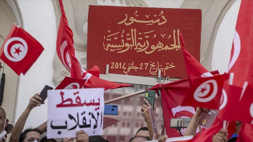 متظاهرو اليوم شددوا على ضرورة احترام الدستور التونسي وعدم حصر السلطات بيد رجل واحد